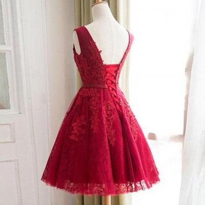 Burgundy tulle lace short prom dres..